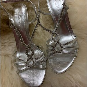 Silver straps, rhinestones and high heels ♥️